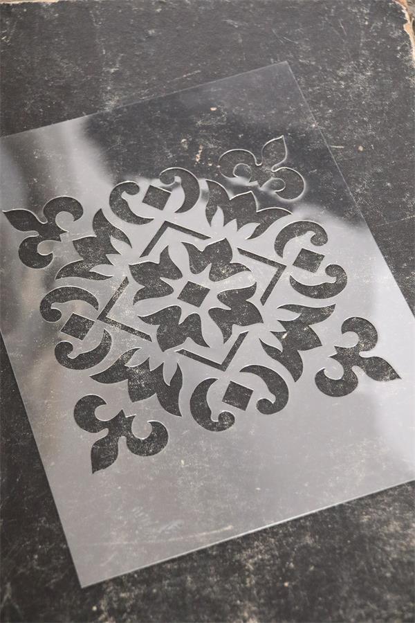 """Pochoir réutilisable """"Lot 4 motifs"""" - Motif 1 - 16 x 16 cm - Réf. 700222"""